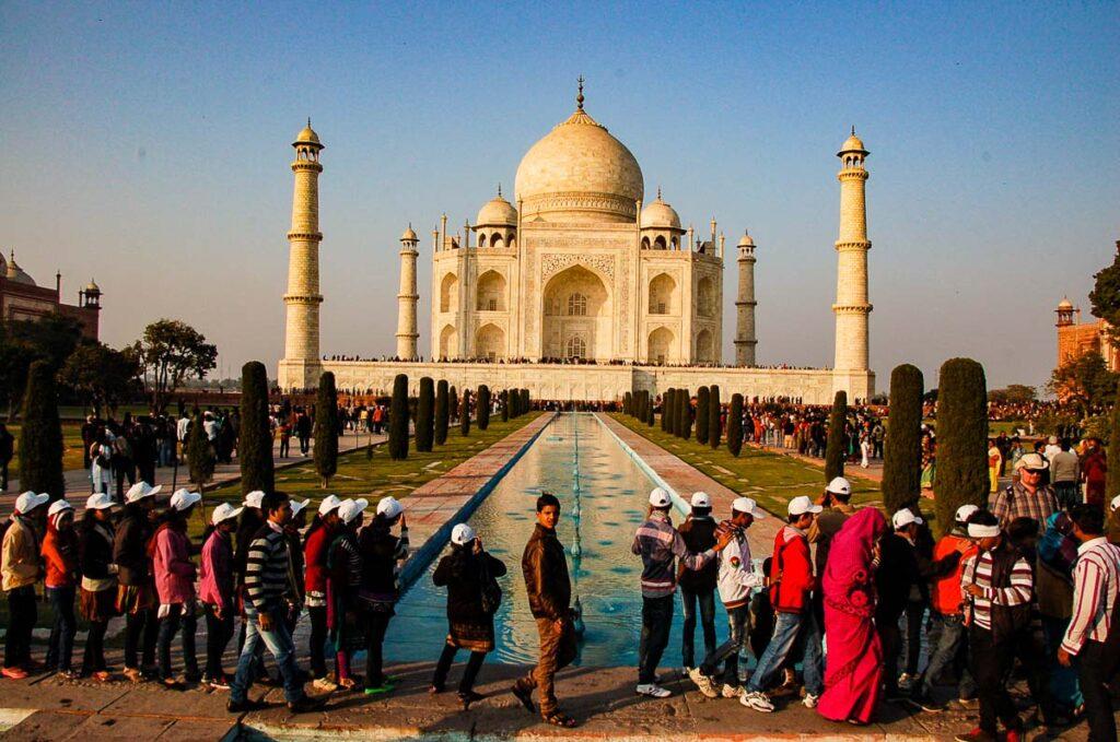 taj mahal india queue