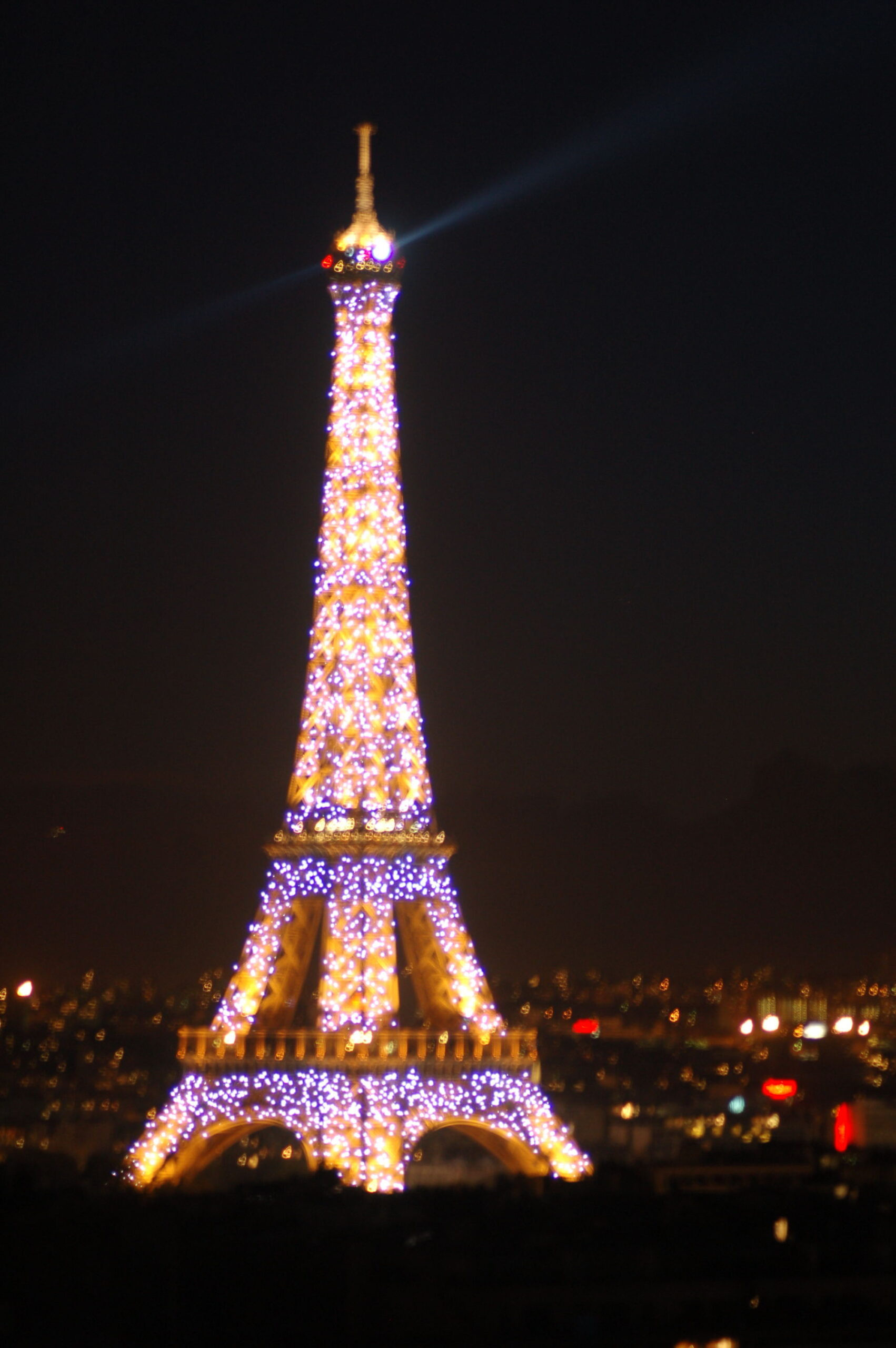 eiffel tower at night lit up