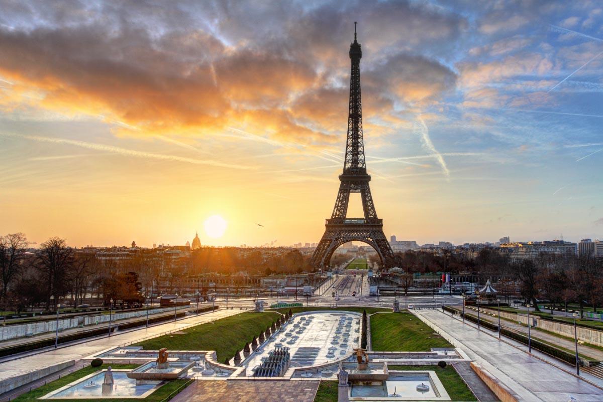 eiffel tower paris france sunrise