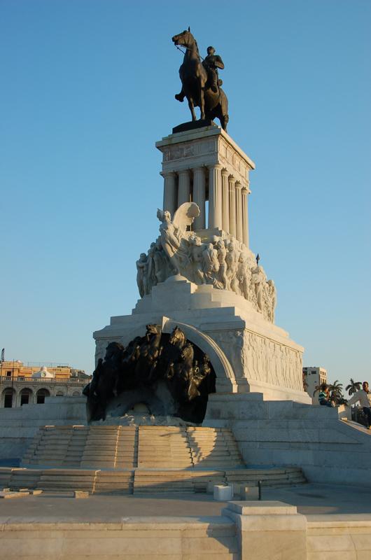 statue in havana
